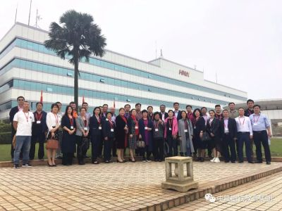 中航国铁教育集团合作院校第一批与会代表走进海航总部航空技术基地